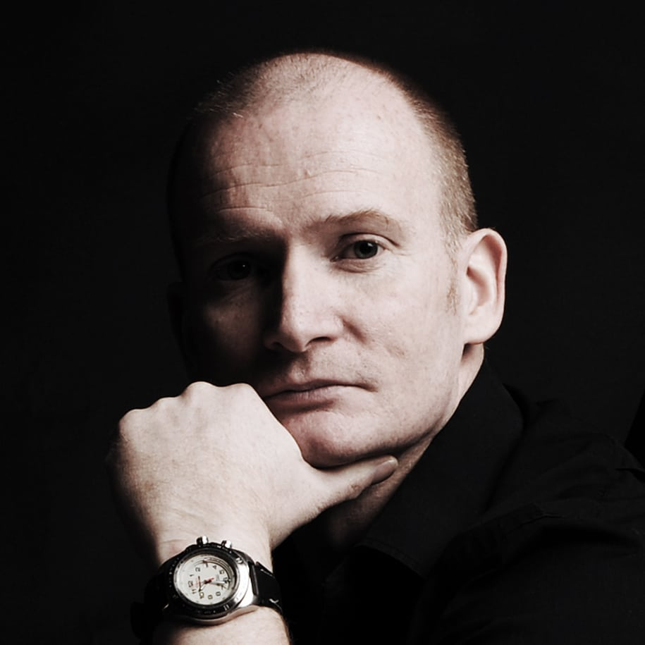 Pete-Wardell-award-winning-magician-speaker-storyteller-experience-enagement-at-Great-British-Speakers