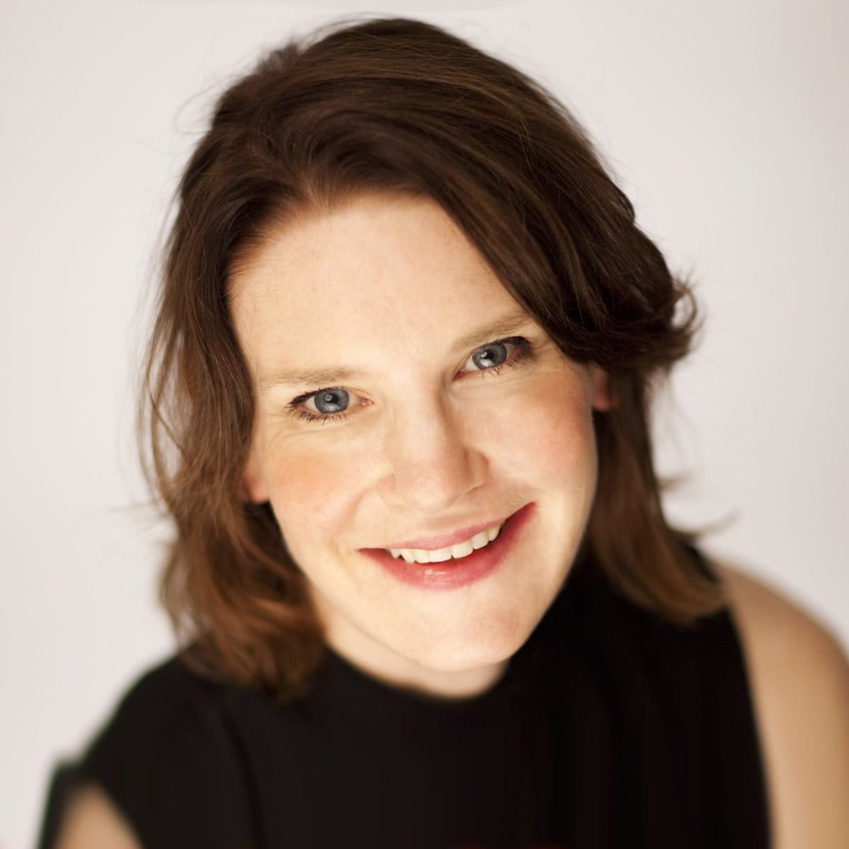 Susie-Dent-English-lexicographer-etymologist-dictionary-corner-countdown-wordsmith-speaker-host-at-Great-British-Speakers