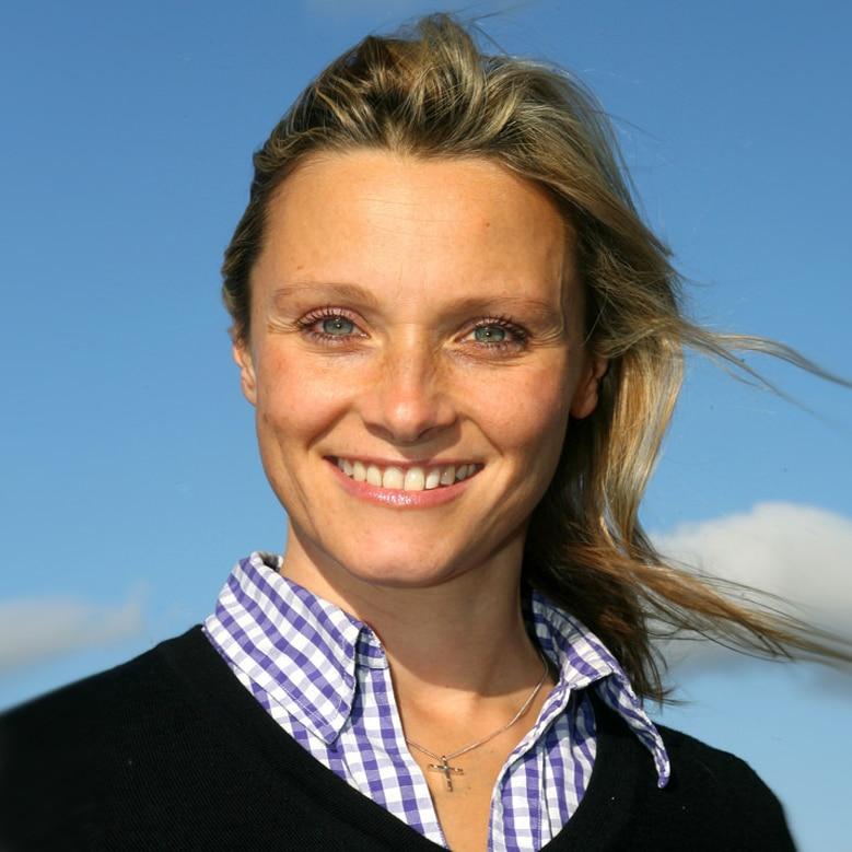 Vicki-Butler-Henderson-5-th-gear-car-motoring-expert-woman-female-writer-journalist-host-racing-driver-at-Great-British-Speakers