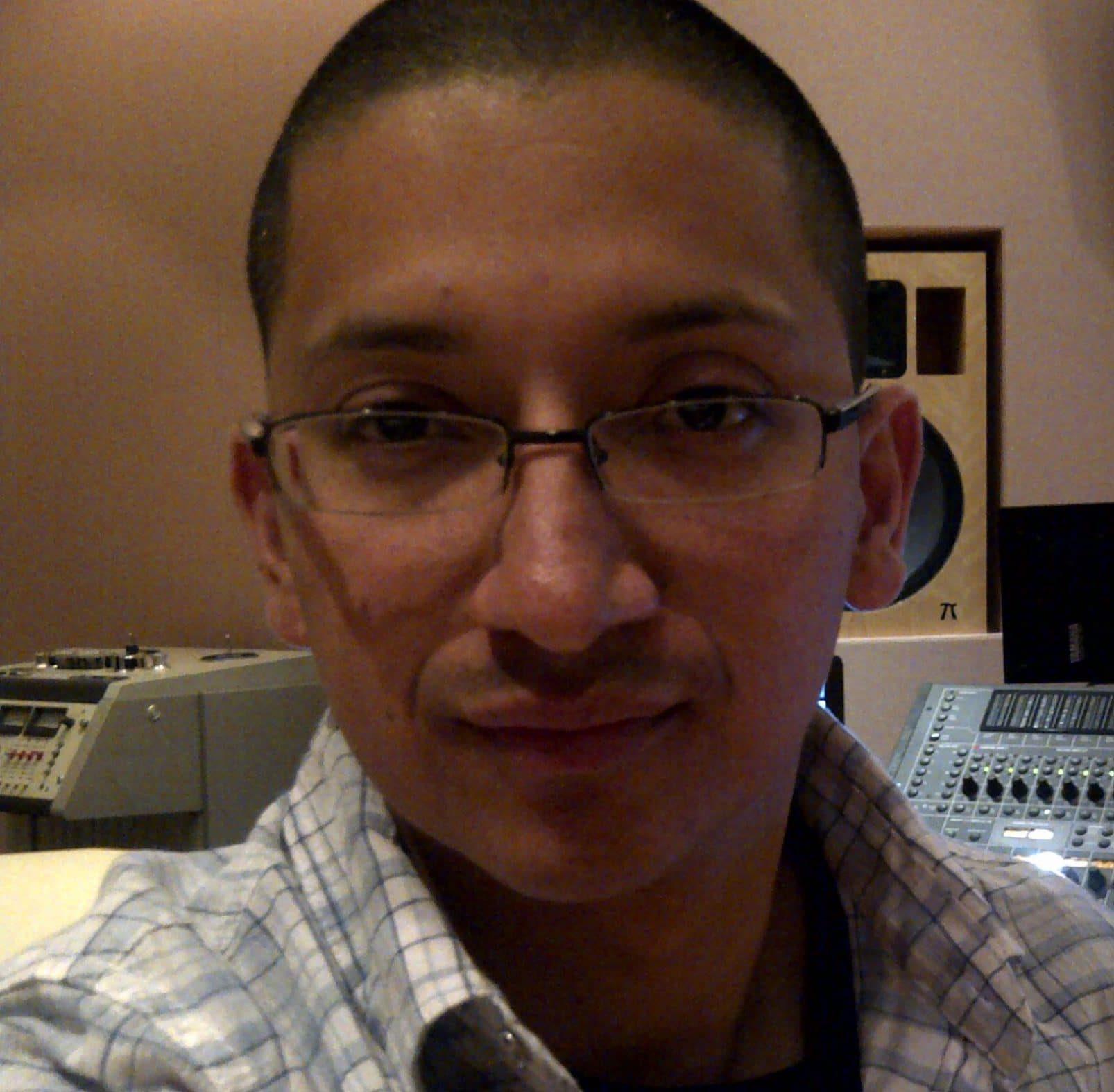 hire-mauricio-latin-american-spanish-voiceover-artist