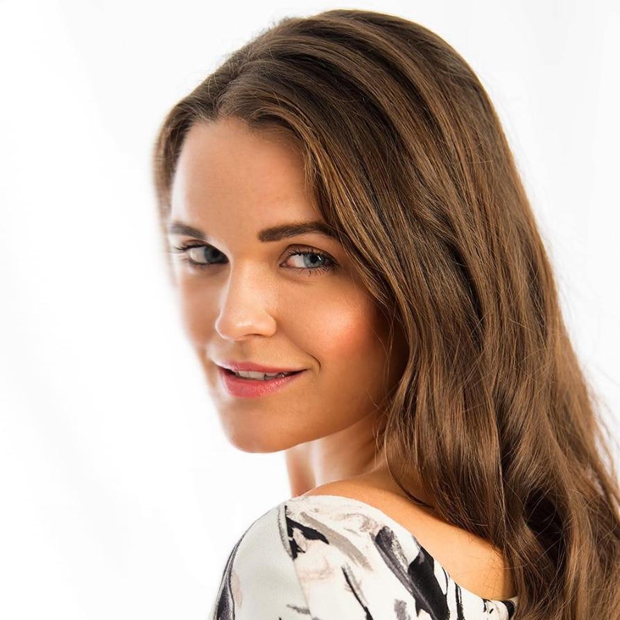 Laura-Winter-sports-host-presenter-at-Great-British-Speakers